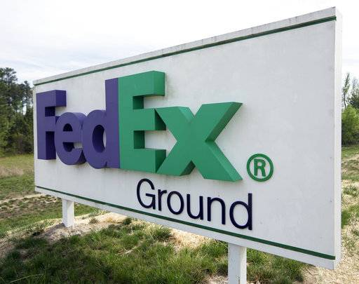 FedEx tops 4Q forecasts with boost from online shoppers
