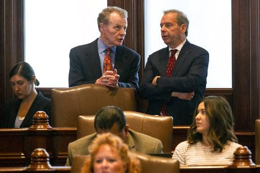 Illinois House postpones vote to override budget veto
