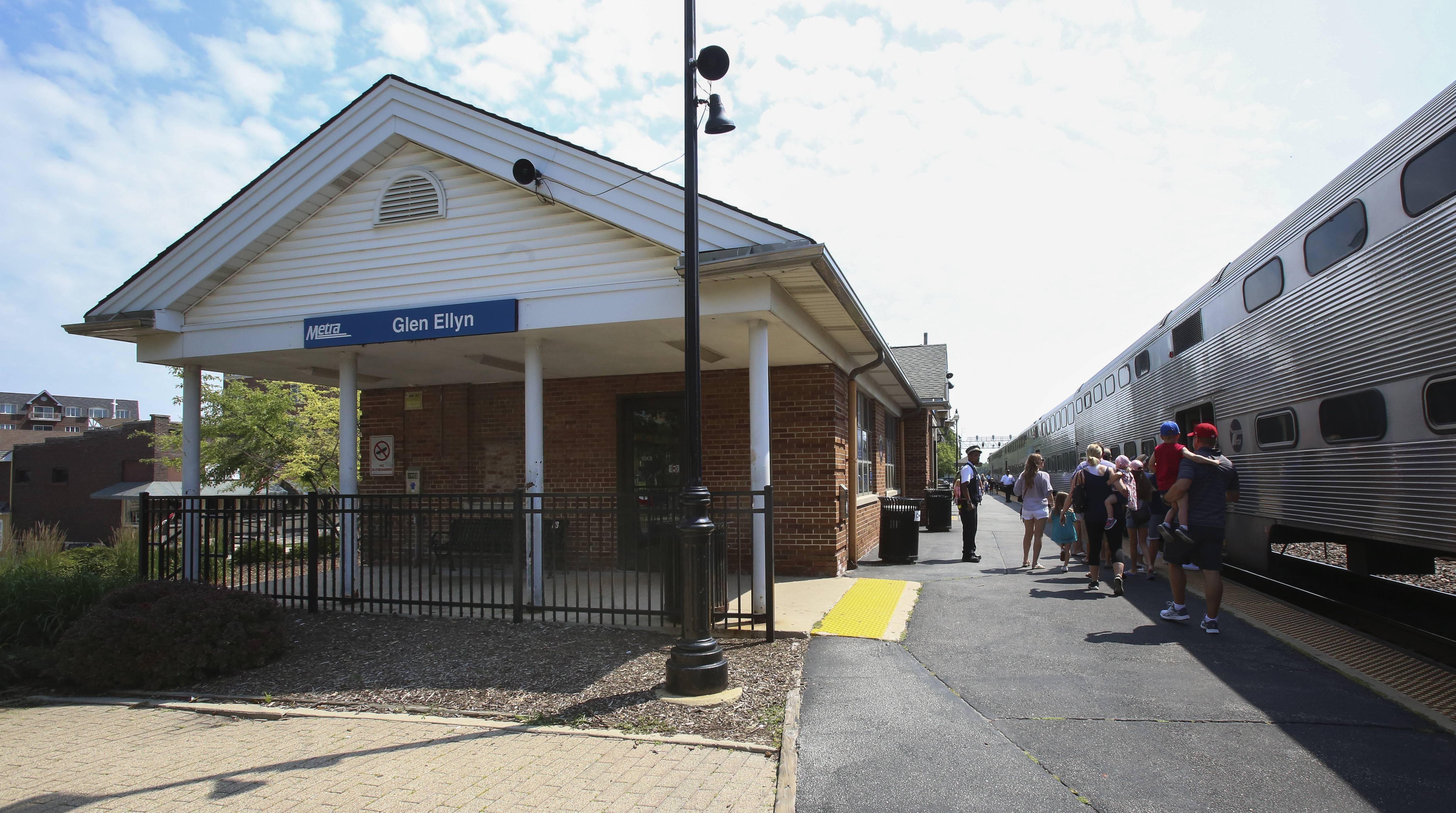Glen Ellyn conducts survey on future of Metra station