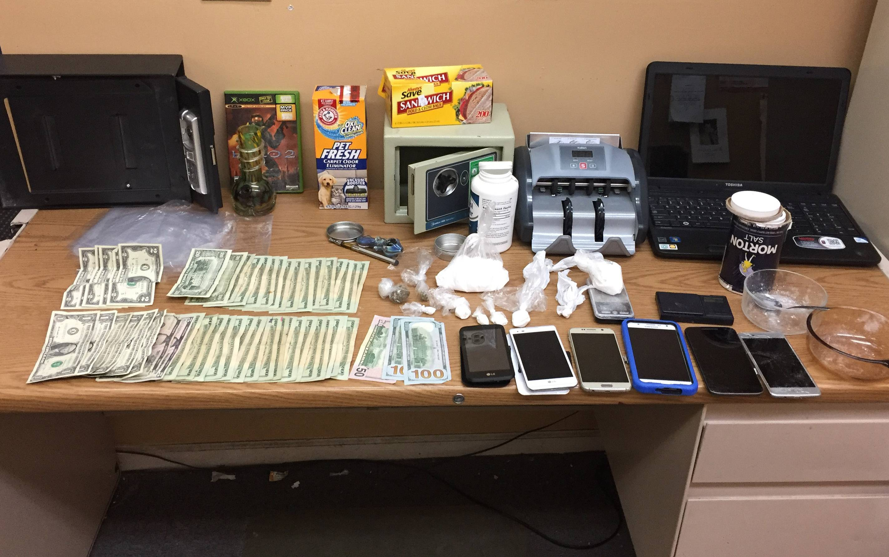 Round Lake Park Drug Raid Nets 20000 In Cocaine Three Arrests