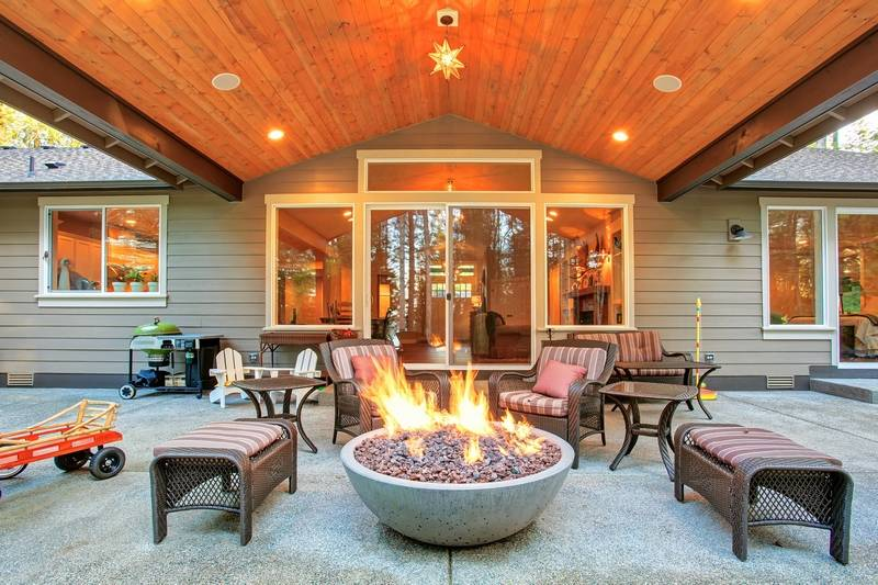 As a general rule, color palettes and fabric patterns should be consistent between indoor design and outdoor furniture.