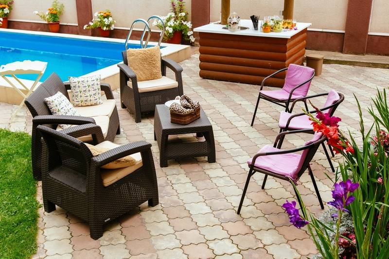 Some homeowners prefer a more laid-back style for outdoor decor.