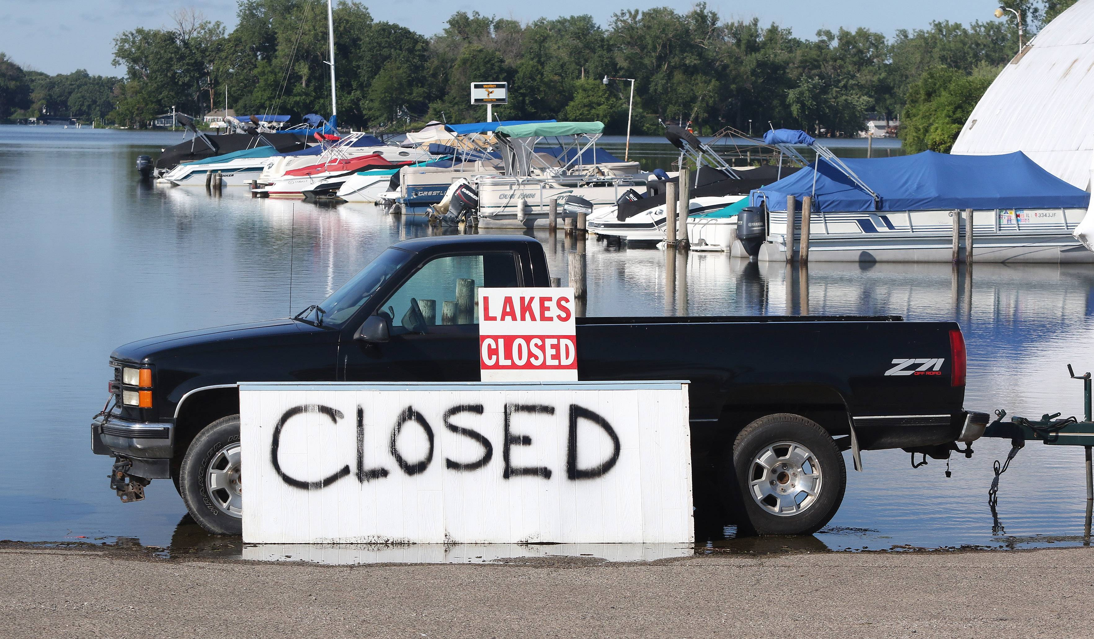 A truck at Ben Watts Marina explains that the Chain O'Lakes is closed.