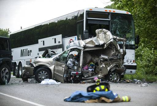 Police bus driver in triple fatal crash distracted by ice for Bureau of motor vehicles bloomington indiana