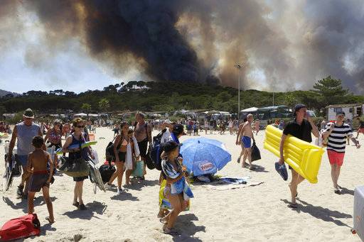 French crews tame dramatic wildfire on Mediterranean coast