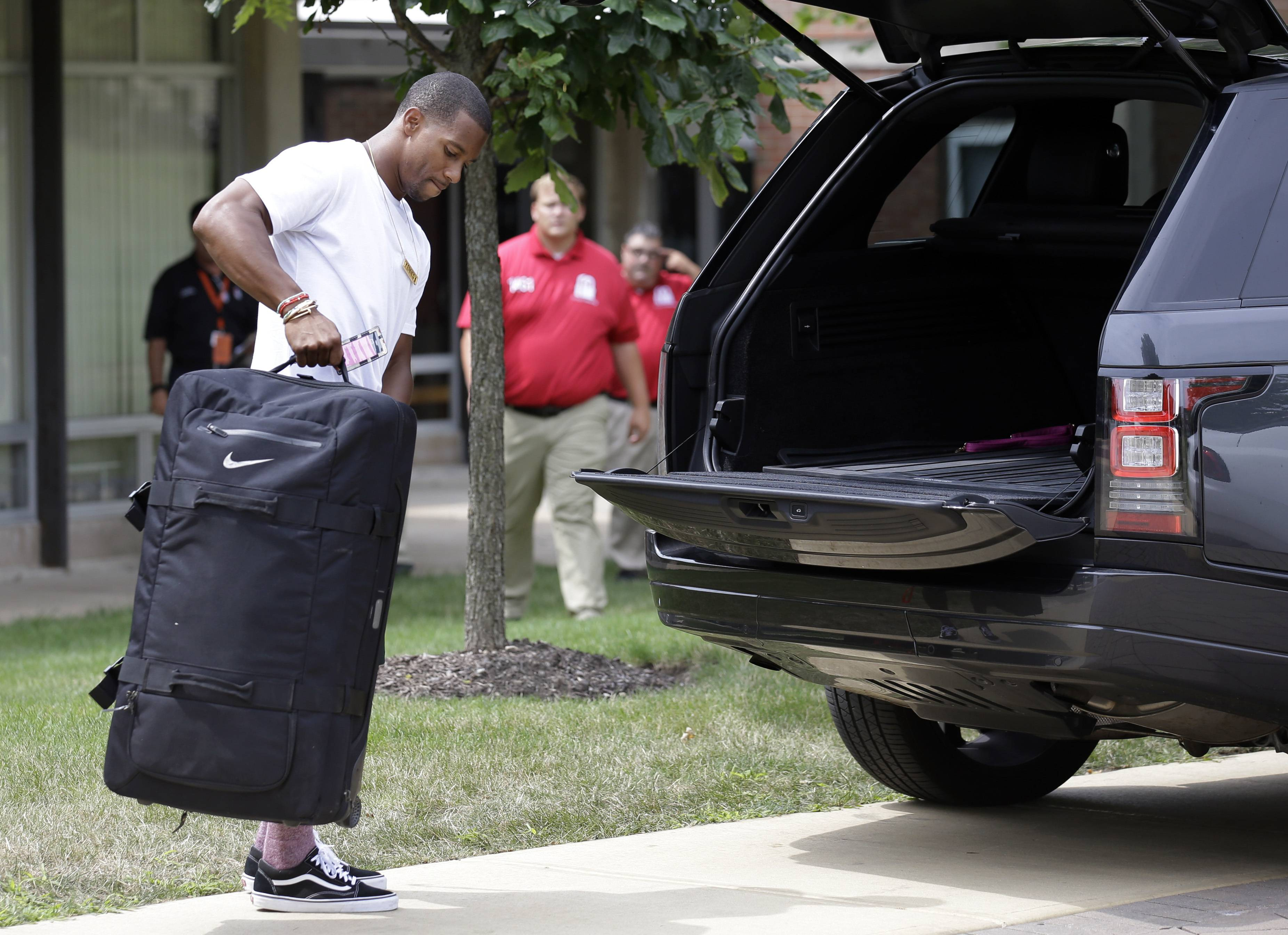 Chicago Bears wide receiver Victor Cruz arrives for an NFL football training camp in Bourbonnais, Ill., Wednesday, July 26, 2017. (AP Photo/Nam Y. Huh)