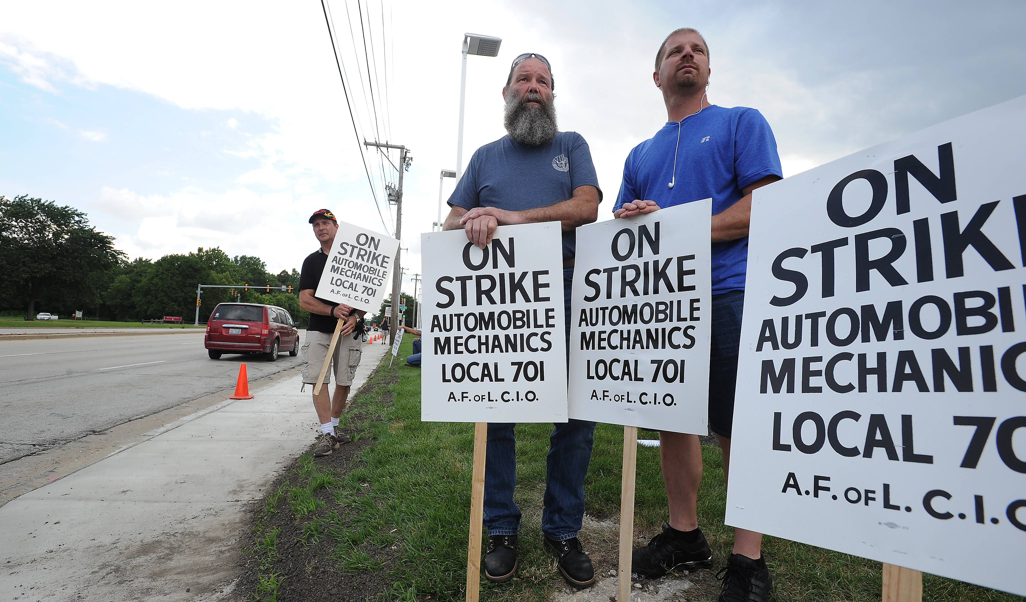 Auto mechanics on strike in Chicago suburbs