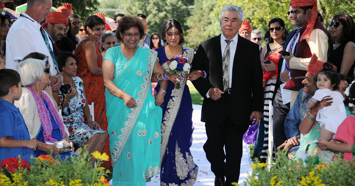 Indianmexican Wedding In Kildeer An Elaborate Marriage Of Cultures
