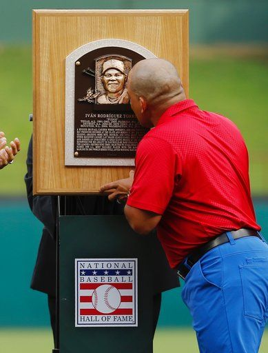 b59edf29009 Former Texas Rangers player Ivan Rodriguez kisses his Hall of Fame plaque  during a ceremony to