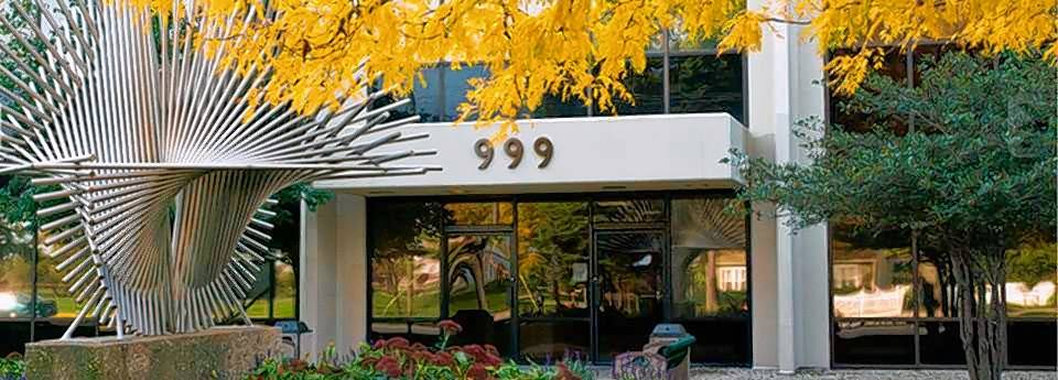 999 Touhy Avenue is well-positioned for the flight to value taking place in the O'Hare office market and offers tenants an alternative to Class A spaces.