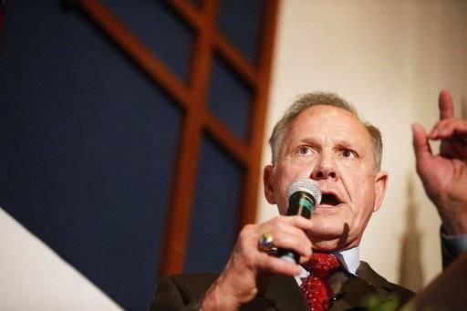 Firebrand judge Moore forces runoff in Alabama Senate race