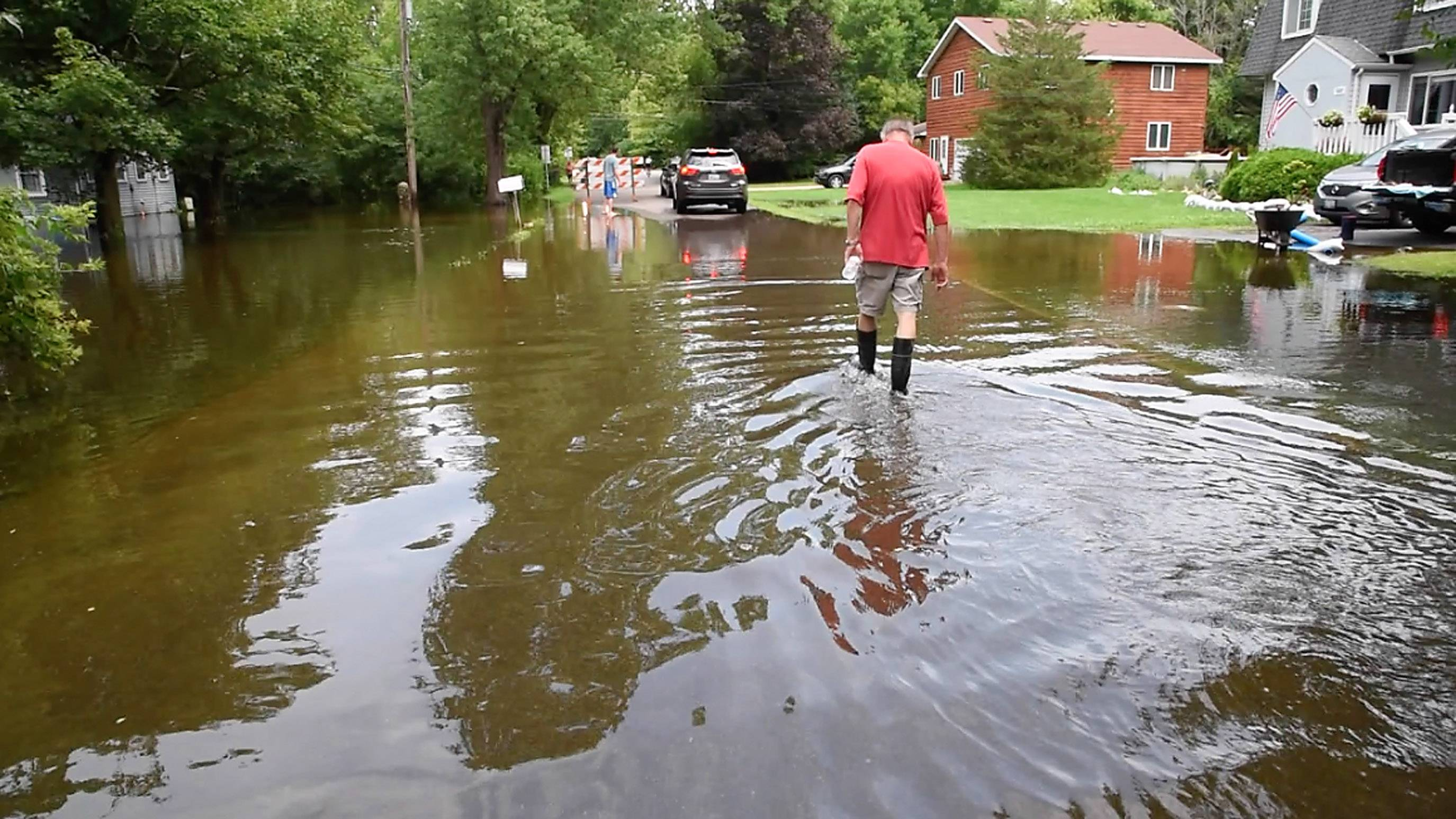 Gov. Bruce Rauner is asking the Federal Emergency Management Agency to join the state in assessing the damage to homes and businesses impact by last months' record flooding in four suburban counties.
