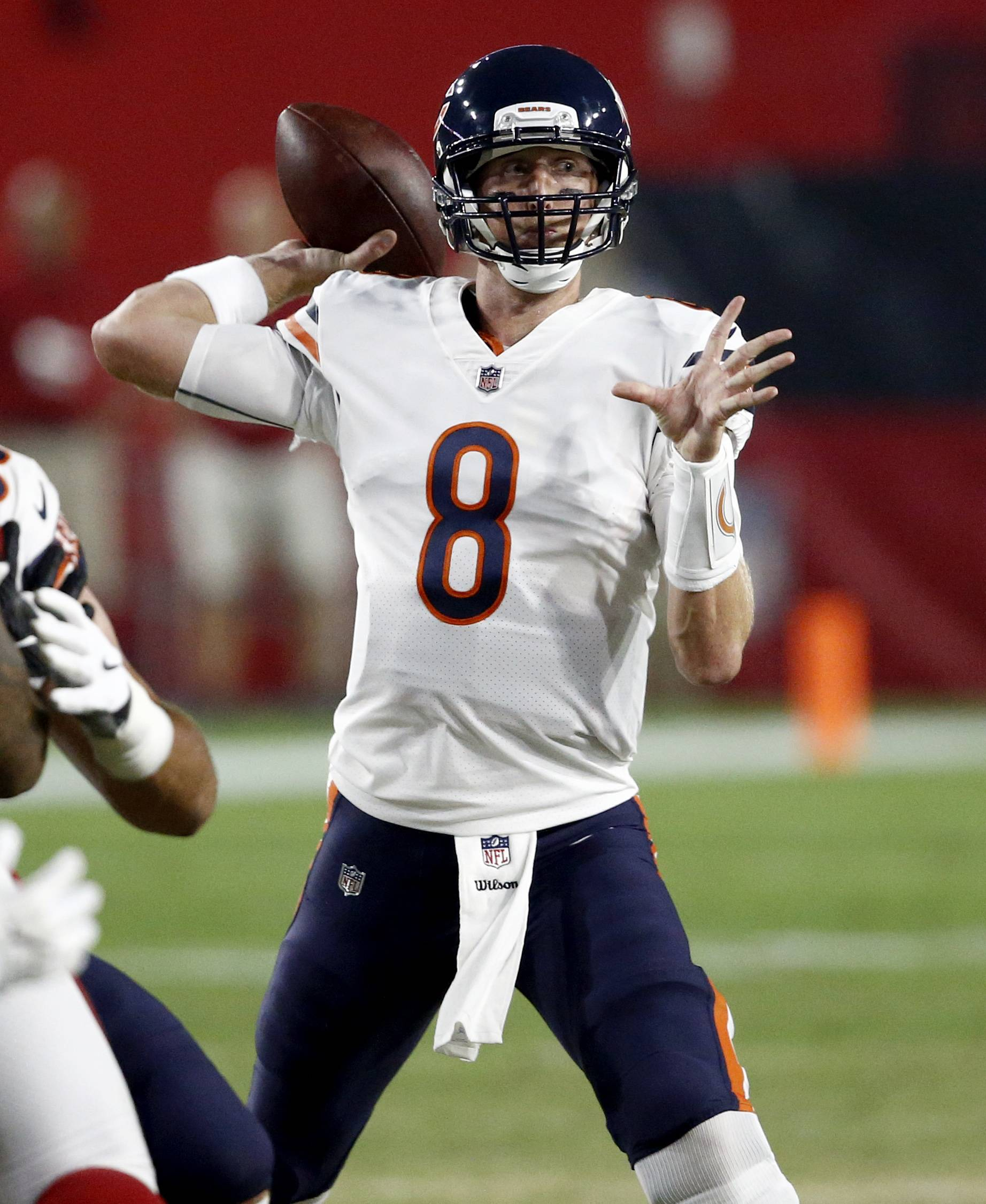 Chicago Bears quarterback Mike Glennon (8) throws against the Arizona Cardinals during the first half of a preseason NFL football game, Saturday, Aug. 19, 2017, in Glendale, Ariz. (AP Photo/Ross D. Franklin)