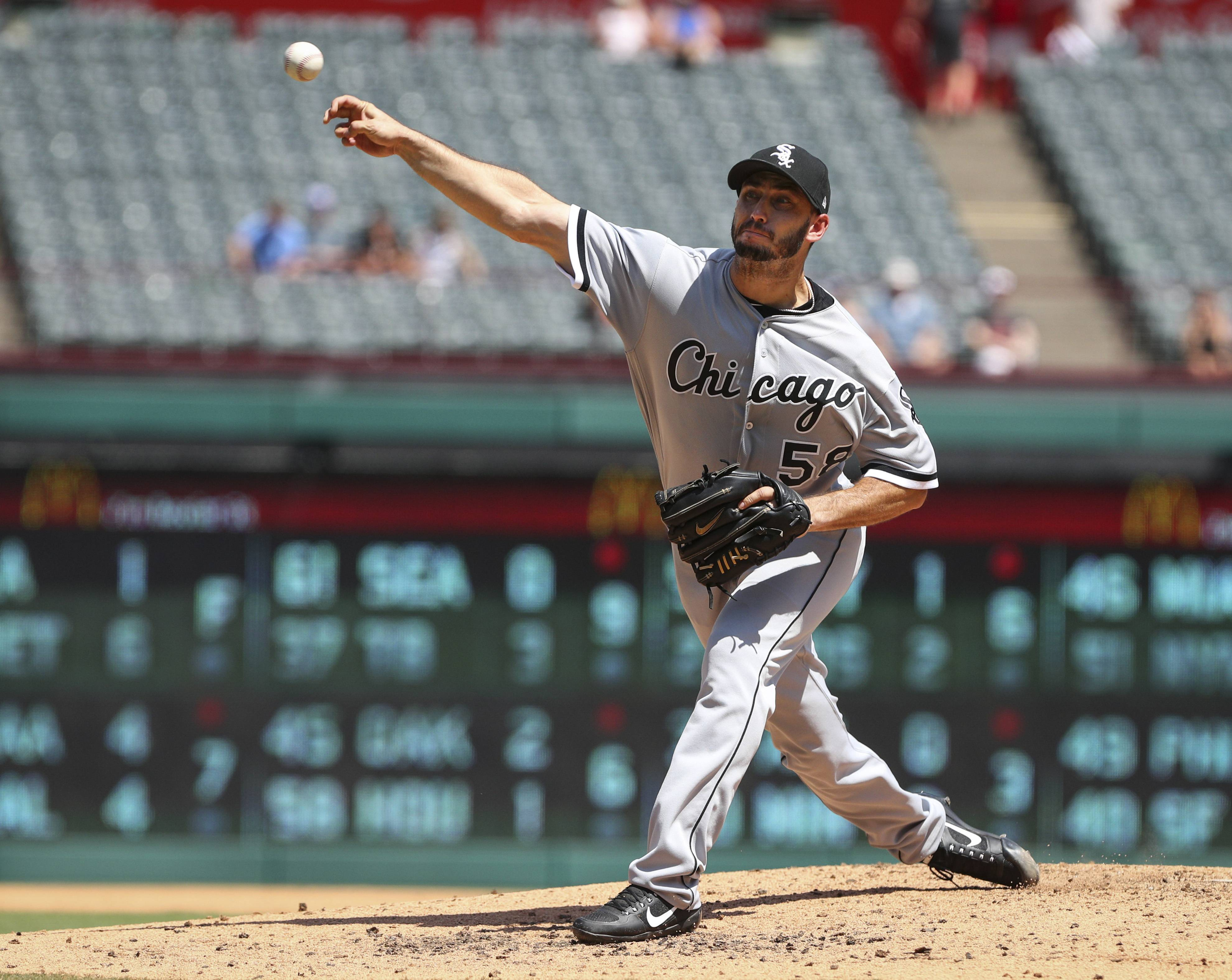 Chicago White Sox starting pitcher Miguel Gonzalez (58) delivers a pitch in the second inning against the Texas Rangers at Globe Life Park in Arlington, Texas, Sunday, Aug. 20, 2017.