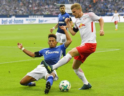Leipzig's Timo Werner, right, and Schalke's Thilo Kehrer challenge for the ball during the German Bundesliga soccer match between FC Schalke 04 and RB Leipzig at the Arena in Gelsenkirchen, Germany, Saturday Aug. 19, 2017. (AP Photo/Martin Meissner)