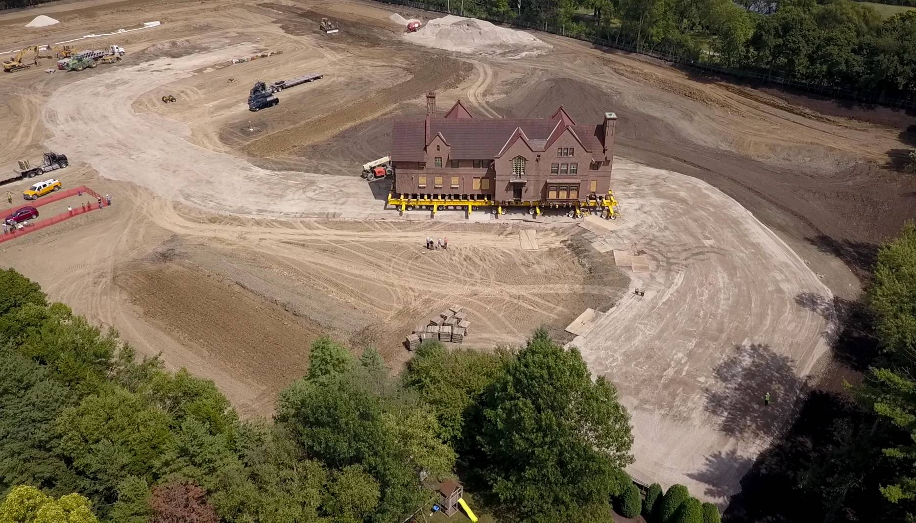 Mansion on the move in Wheaton -- at 3 mph