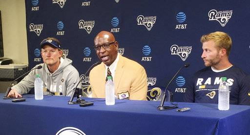 Eric Dickerson speaks next to Los Angeles Rams general manager Les Snead c28a9d119