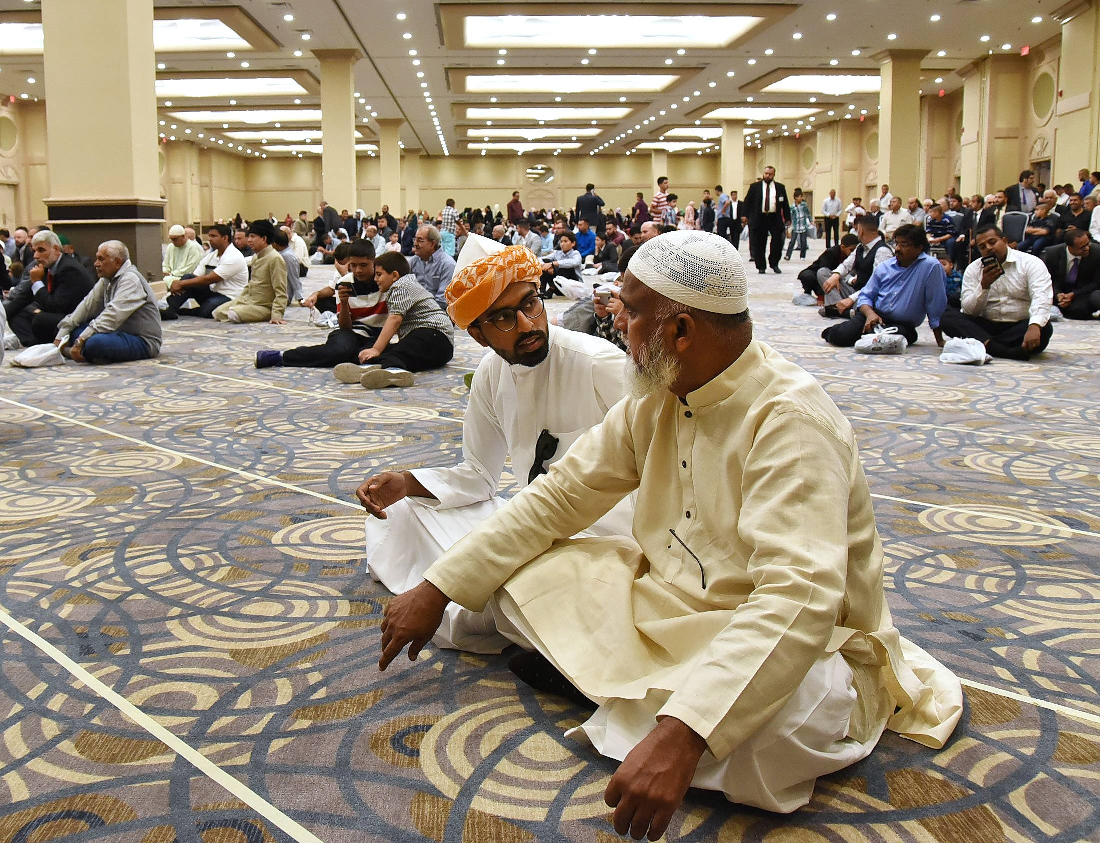 rosemont muslim Rosemont, ill (rns) in their welcome addresses, many leaders of national muslim organizations noted the challenges muslim americans face but they also pointed out reasons for optimism.