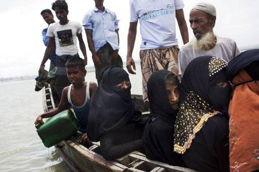 Myanmar's Rohingya ethnic minority use a local boat to cross a stream after crossing over to the Bangladesh side of the border near Cox's Bazar's Dakhinpara area, Saturday, Sept. 2, 2017. Thousands of Rohingya Muslims are pouring into Bangladesh, part of an exodus of the beleaguered ethnic group from neighboring Myanmar that began when violence erupted there on August 25. (AP Photo/Bernat Armangue)
