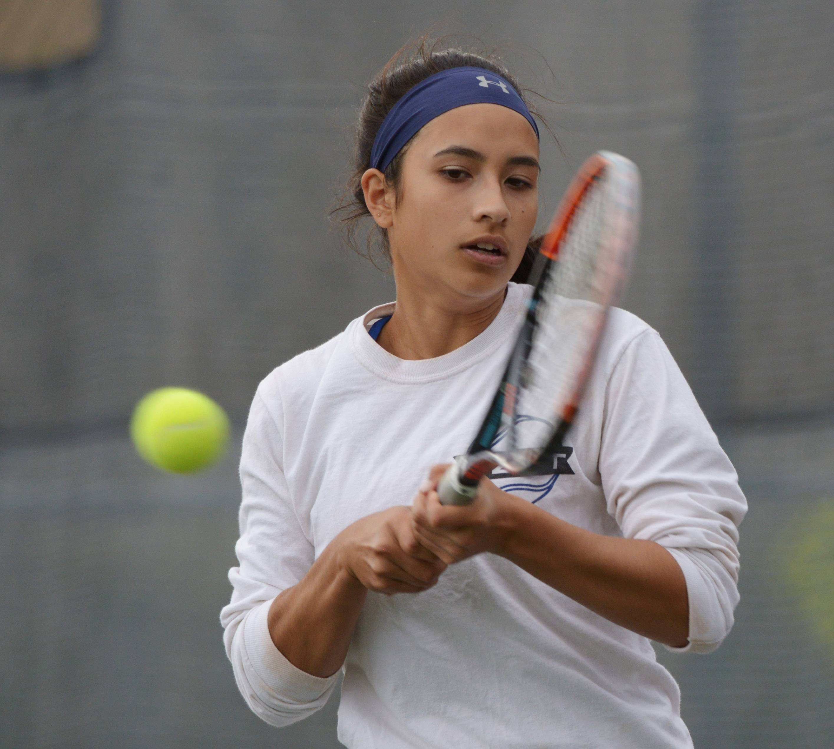 Lake Zurich first singles player Sophia de los Reyes returns the ball during a match with Rolling Meadows' Honor Weingart on Wednesday.