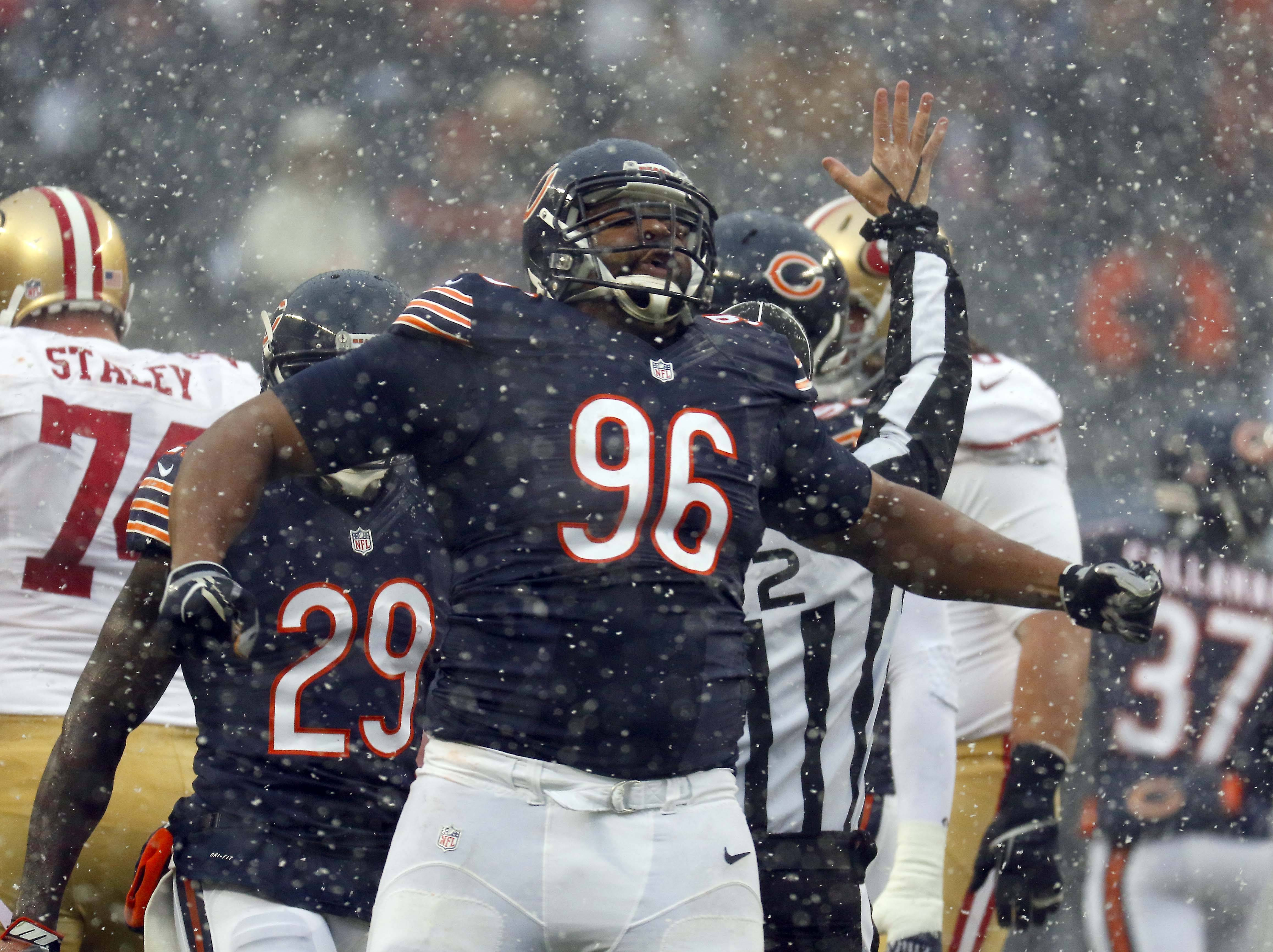 According to multiple reports, the Bears and defensive lineman Akiem Hicks have agreed on a four-year, $48 million extension that includes $30 million guaranteed.