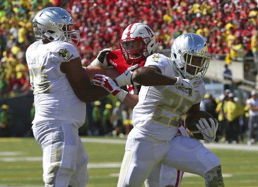 Oregon running back Kani Benoit, right, skips into the end zone for a second quarter score against Nebraska in an NCAA college football game Saturday, Sept. 9, 2017, in Eugene, Ore. (AP Photo/Chris Pietsch)
