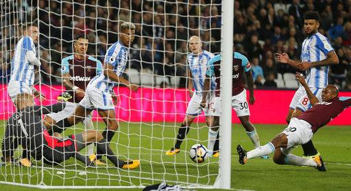 West Ham's Andre Ayew, right, scores his side's second goal during the English Premier League soccer match between West Ham United and Huddersfield Town at London Stadium in London, Monday, Sept. 11, 2017.(AP Photo/Frank Augstein)