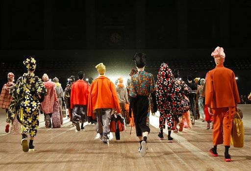 Models depart the runway em masse at the conclusion of the Marc Jacobs 2018 Spring/Summer fashion show during Fashion Week, Wednesday, Sept. 13, 2017, in New York. (AP Photo/Kathy Willens)