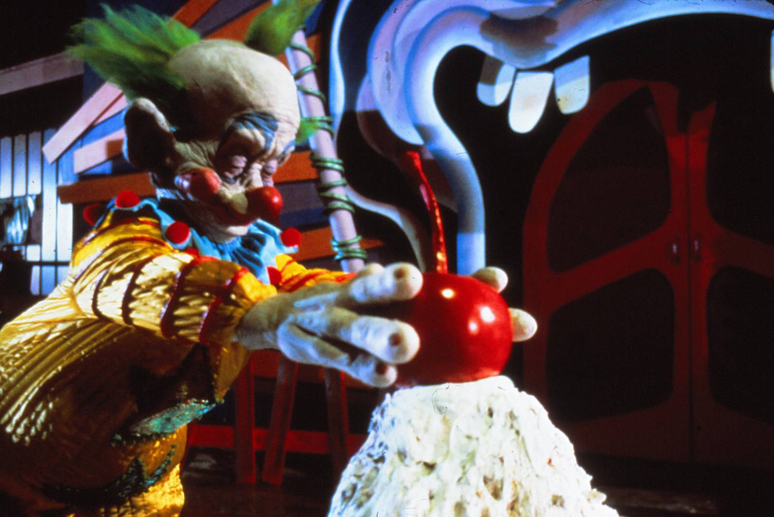"Aliens find a creepy way to attract food in ""Killer Klowns From Outer Space."""
