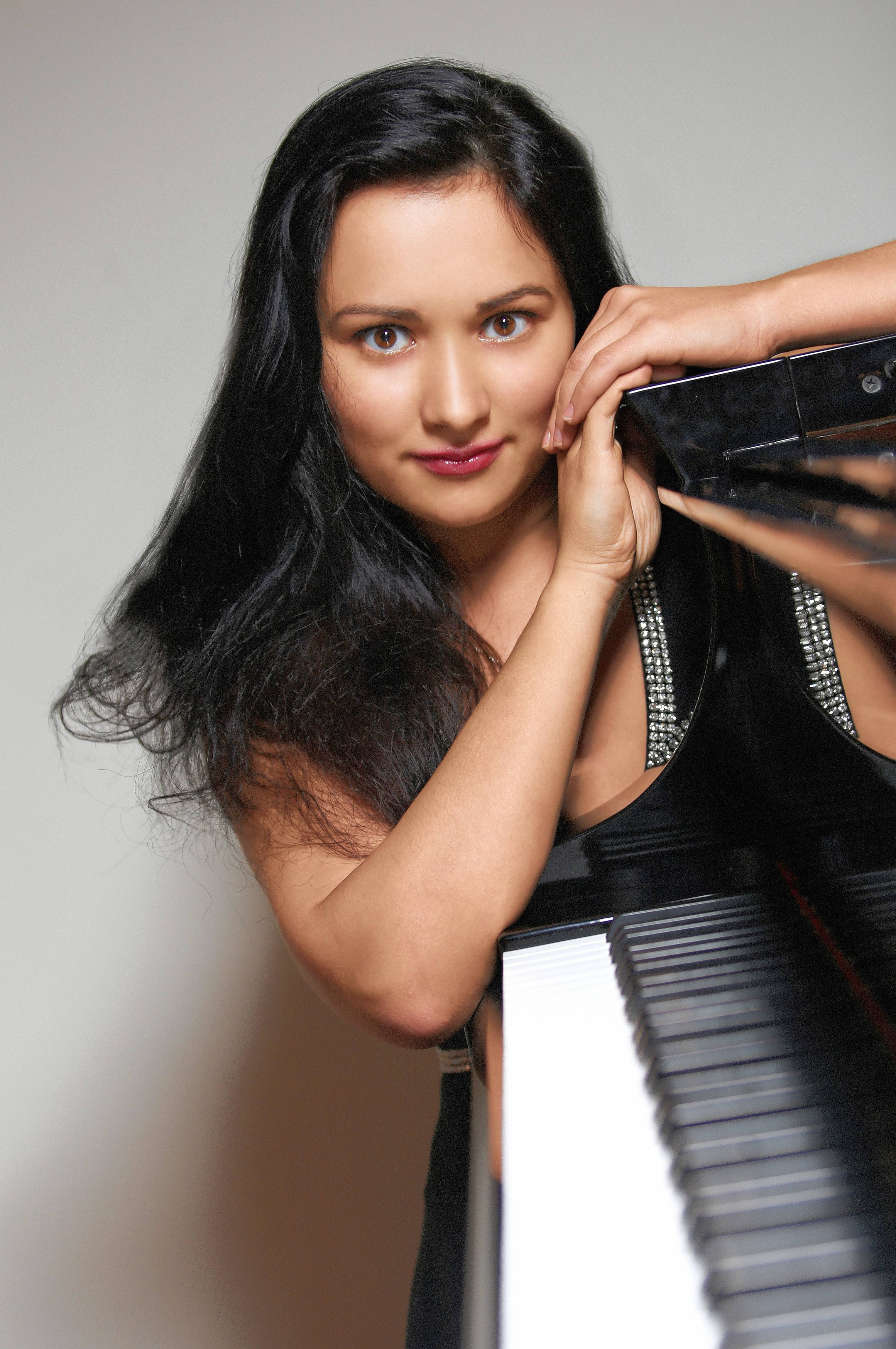 Pianist Dinara Klinton performs a free concert at the Gail Borden Library