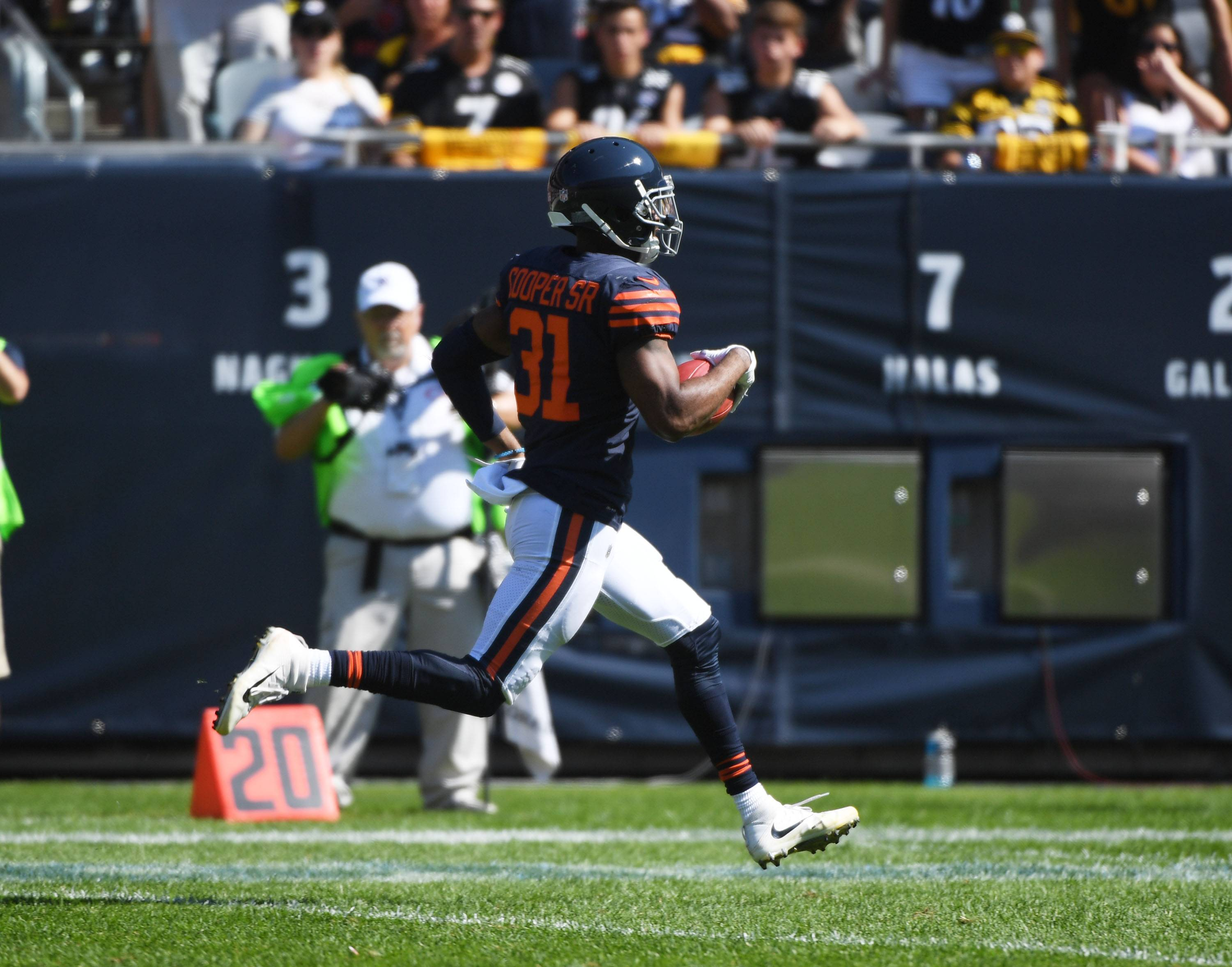 "Chicago Bears cornerback Marcus Cooper Sr. was thinking ""touchdown"" as he ran a blocked field goal toward the end zone. But Cooper let up inside the 10-yard line, and Steelers Vance McDonald swatted the ball out at the 1-yard line. The Bears ended up with a field goal on the play."