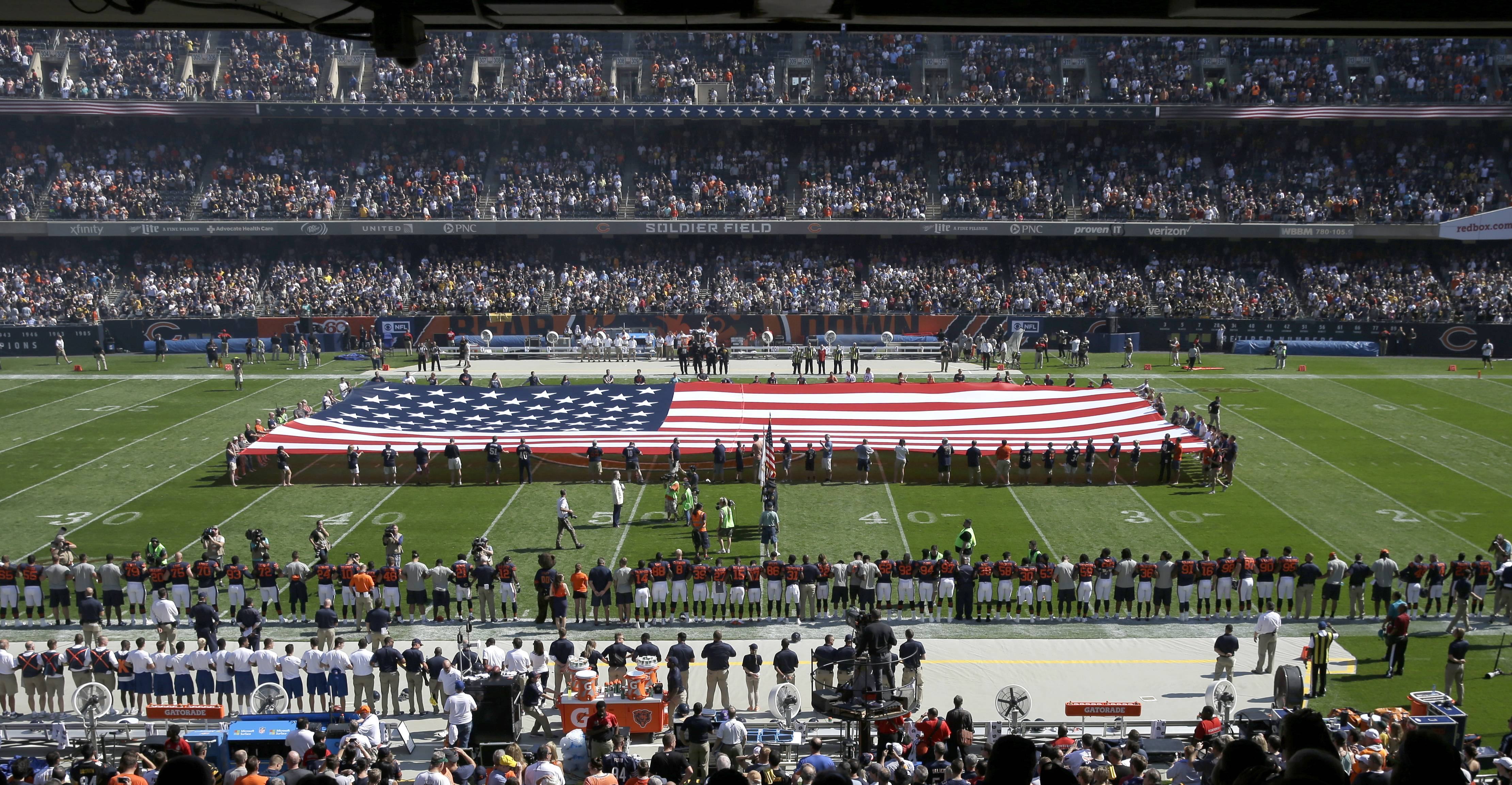 Steelers stay in locker room for anthem before Bears game