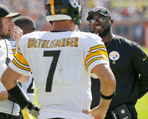 Pittsburgh Steelers head coach Mike Tomlin, right, talks to quarterback Ben Roethlisberger (7) during the second half of an NFL football game against the Chicago Bears, Sunday, Sept. 24, 2017, in Chicago.