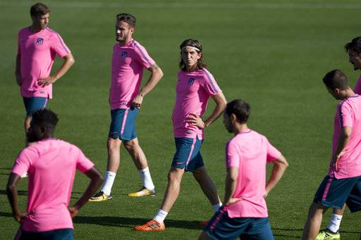 Atletico's Filipe Luis, centre, exercises with teammates during a training session in Madrid, Spain, Tuesday, Sept. 26, 2017. Atletico will play Chelsea Wednesday in a Group C Champions League soccer match.