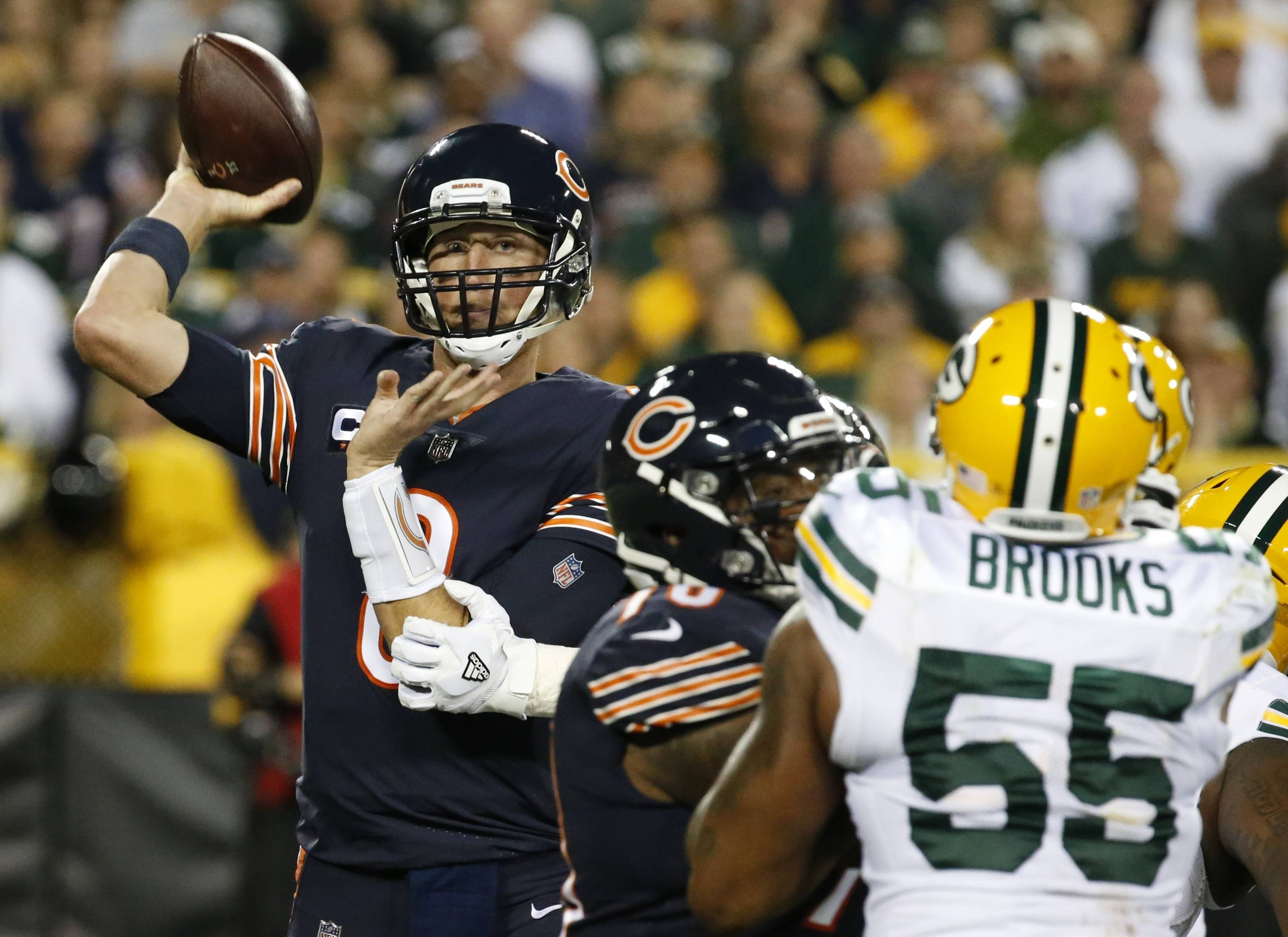Bears QB Mike Glennon throws in the first half Thursday in Green Bay.