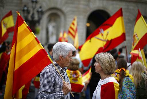 People carrying Spanish flags demonstrate against Catalonia's planned referendum on secession in Barcelona Saturday, Sept. 30 2017. The planned referendum is due to be held Sunday by the pro-independence Catalan government but Spain's government calls the vote illegal, since it violates the constitution, and the country's Constitutional Court has ordered it suspended.