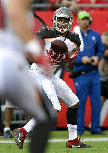 Tampa Bay Buccaneers tight end O.J. Howard (80) pulls in a 58-yard touchdown reception during the first quarter of an NFL football game against the New York Giants Sunday, Oct. 1, 2017, in Tampa, Fla.