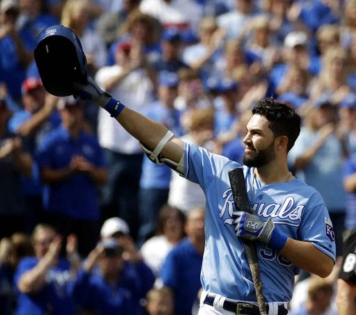 Kansas City Royals' Eric Hosmer acknowledges the crowd before batting during the first inning of a baseball game against the Arizona Diamondbacks Sunday, Oct. 1, 2017, in Kansas City, Mo.
