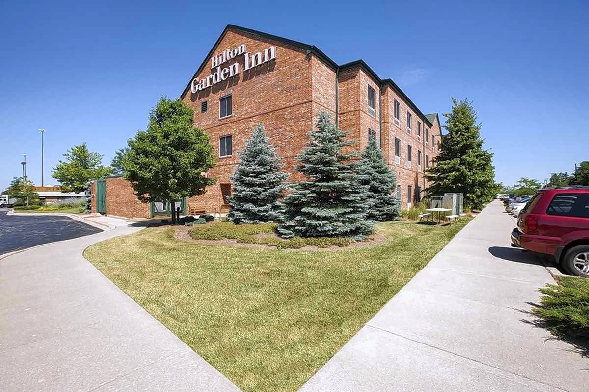 CBRE arranged the sale of the 117-room Hilton Garden Inn Chicago South -- Tinley Park located at 18335 S. LaGrange Road in Tinley Park.