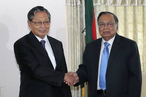 Myanmar Foreign Minister Kyaw Tin, left, shakes hands with his Bangladeshi counterpart Abul Hassan Mahmud Ali before their meeting in Dhaka, Bangladesh, Monday, Oct. 2, 2017. Myanmar authorities have taken foreign diplomats and United Nations representatives on a tour of conflict-torn northern Rakhine state, where a security crackdown has led to an exodus of a half-million Rohingya Muslims.