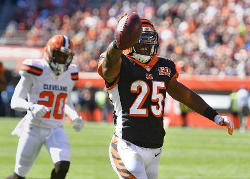 Cincinnati Bengals running back Giovani Bernard (25) celebrates after a 61-yard touchdown in the first half of an NFL football game against the Cleveland Browns, Sunday, Oct. 1, 2017, in Cleveland.