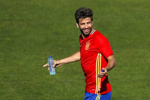 FILE- In this Friday, June 24, 2016 file photo, Spain's Gerard Pique gestures during a training session at the Sports Complex Marcel Gaillard in Saint Martin de Re in France. Spain coach Julen Lopetegui praised Gerard Pique's commitment to the national team and called on the squad to be focused only on soccer despite the crisis involving Catalonia's push for independence.
