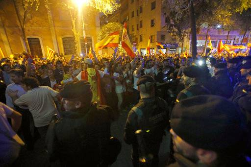 "Anti-independence demonstrators cheer members of the Spanish Civil Guard as they march in Barcelona, Spain, Tuesday Oct. 3, 2017. As thousands of people demonstrated in Barcelona in an outcry against police violence on Sunday, Spain's King Felipe VI, said in a televised address that Catalan authorities have deliberately bent the law with ""irresponsible conduct"" and that the Spanish state needs to ensure constitutional order and the rule of law in Catalonia."