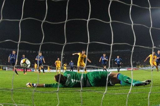 Atalanta goalkeeper Etrit Berisha saves a penalty kicked by Juventus' Paulo Dybala during the Serie A soccer match between Atalanta and Juventus, in Bergamo, Italy, Sunday, Oct. 1, 2017. The match ended in a 2-2 draw. (Paolo Magni/ANSA via AP)