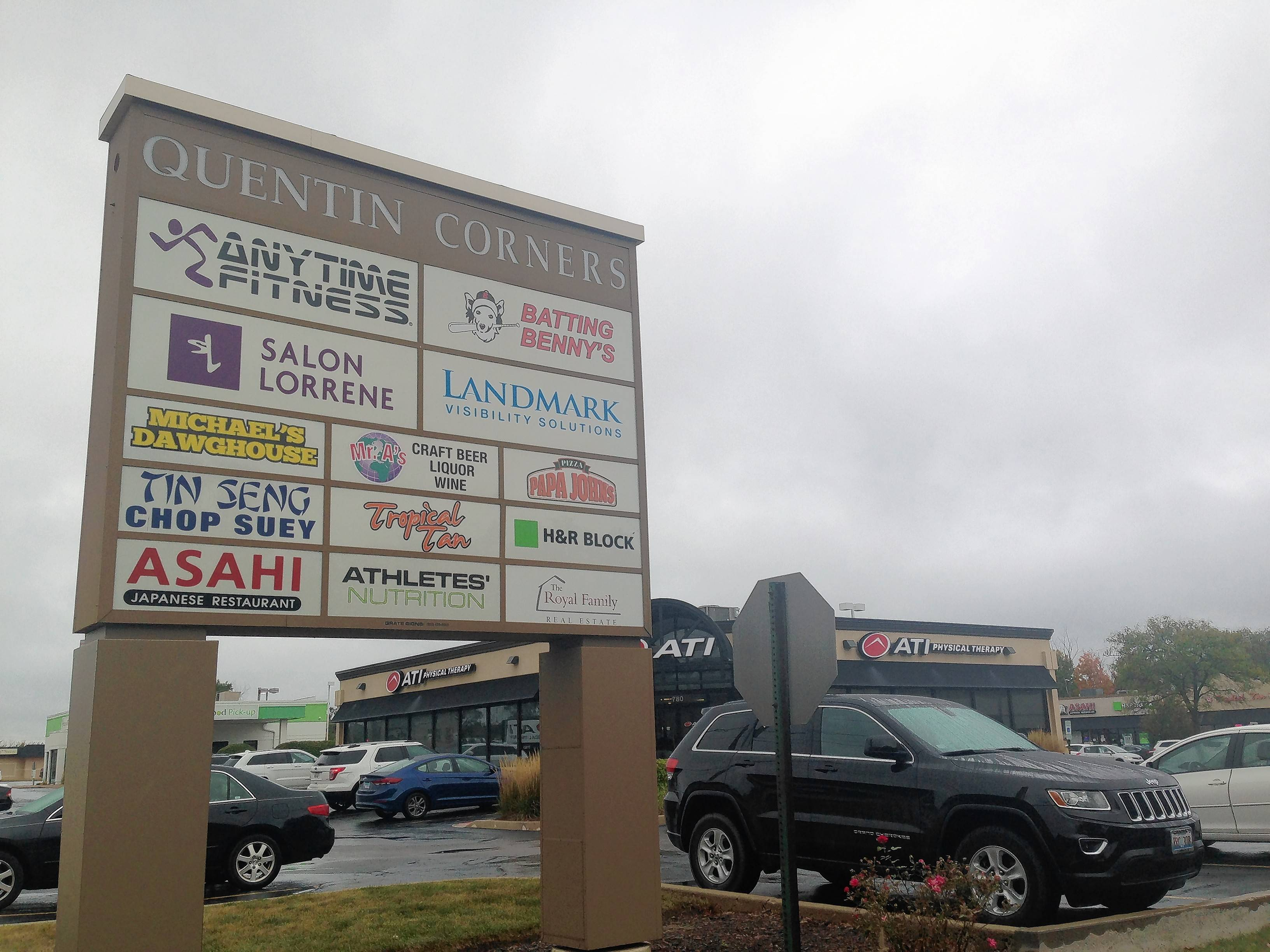 An animal hospital proposed for the Quentin Corners mall in Palatine has received a thumbs-up from a advisory village panel. The village council is to formally consider the proposal Oct. 16.