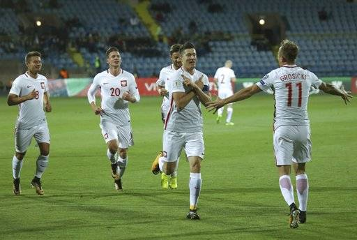 Poland's Robert Lewandowski, second from right, celebrates scoring his goal during the World Cup Group E qualifying soccer match between Armenia and Poland in Yerevan, Armenia, Thursday, Oct. 5, 2017. (Hrant Khachatryan/PAN Photo via AP)