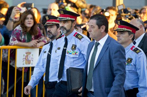 Catalan regional police chief Josep Luis Trapero, 2nd left, arrives at the national court in Madrid, Spain, Friday, Oct. 6, 2017. A Spanish judge is due to question Mossos d'Esquadra chief Trapero and two pro-independence campaigners about their role in an Oct. 1 referendum that the Spanish government declared as illegal.