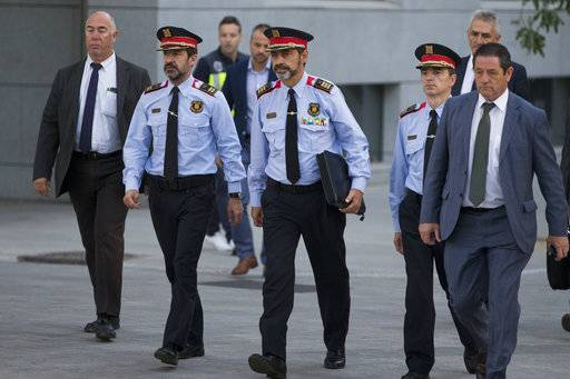 Catalan regional police chief Josep Luis Trapero, centre, arrives at the national court in Madrid, Spain, Friday, Oct. 6, 2017. A Spanish judge is due to question Mossos d'Esquadra chief Trapero and two pro-independence campaigners about their role in an Oct. 1 referendum that the Spanish government declared as illegal.