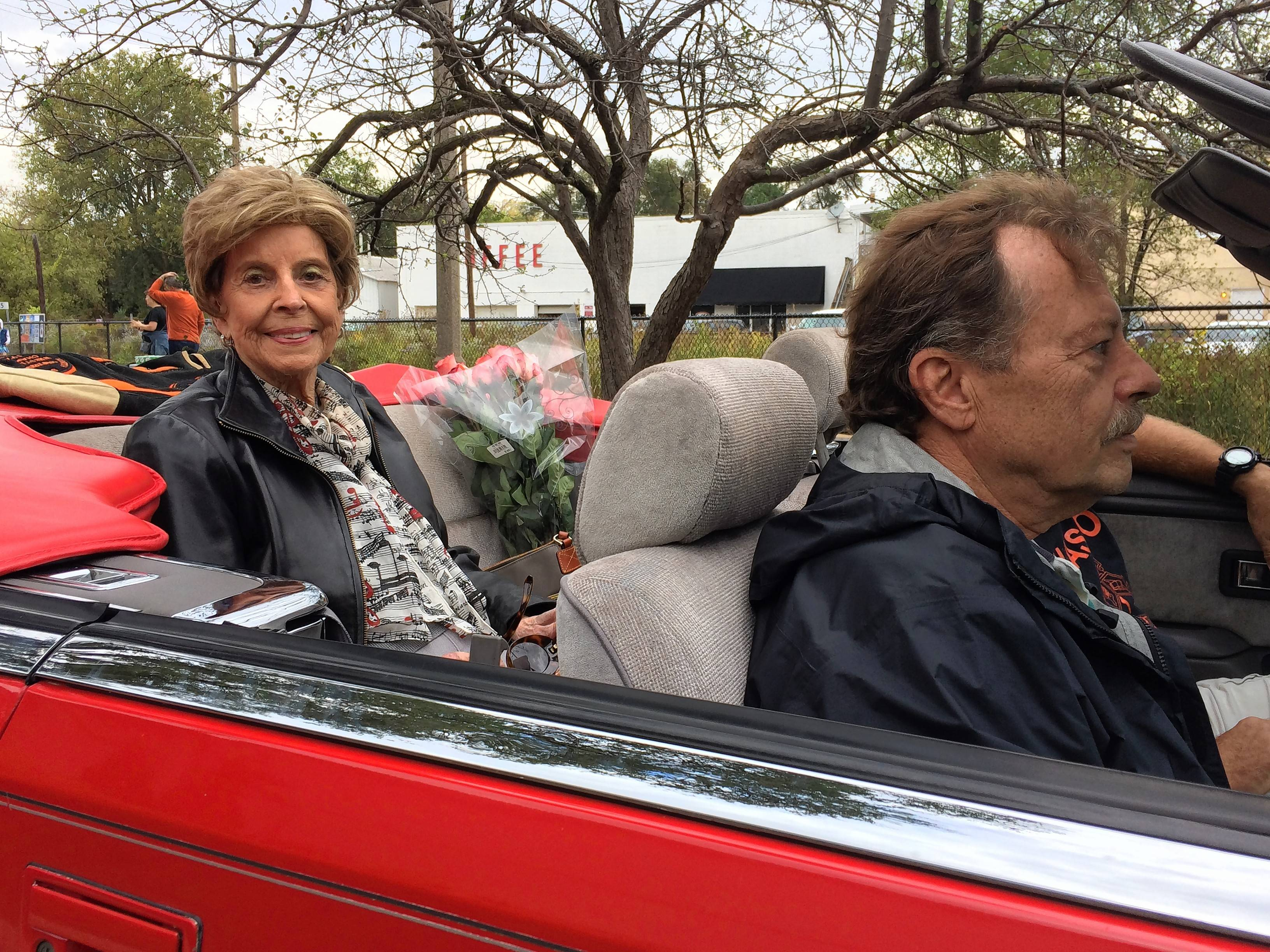 Libertyville High students, alumni celebrate homecoming with parade