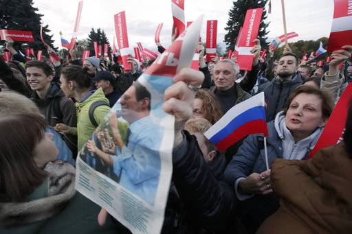 Protesters attend a rally in St. Petersburg, Russia, Saturday, Oct. 7, 2017. In a challenge to President Vladimir Putin on his 65th birthday, protesters rallied across Russia on Saturday, heeding opposition leader Alexei Navalny's call to pressure authorities into letting him enter the presidential race.